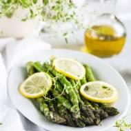 Szparagi pieczone z cytryną, czosnkiem i tymiankiem