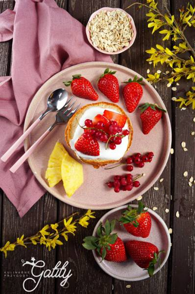 Owsiane pancakes (bezglutenowe) z owocami