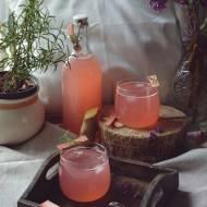 Wiosenna lemoniada rabarbarowa z imbirem i rozmarynem