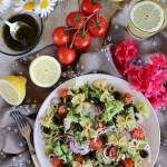 Włoska sałatka z makaronem z pesto