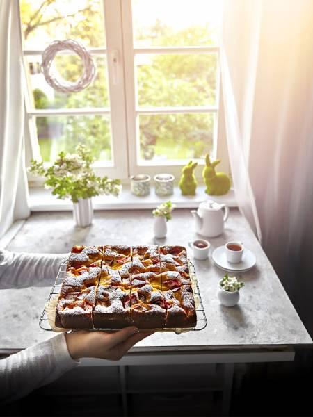 Puszyste i wilgotne ciasto z rabarbarem i budyniem- bez jajek!