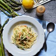 Kremowe spaghetti ze szparagami i łososiem