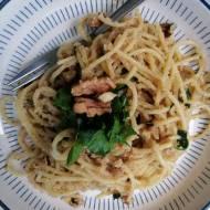 Włochy - Spaghetti z orzechami włoskimi (Spaghetti alle noci)