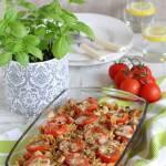 Zapiekanka makaronowa z kurczakiem, pieczarkami, pomidorami i mozzarellą