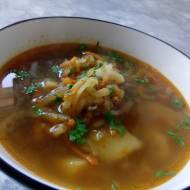 Wegańska zupa ogórkowa