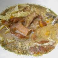 z  mrożonych grzybów pyszna zupa z makaronem, śmietaną...