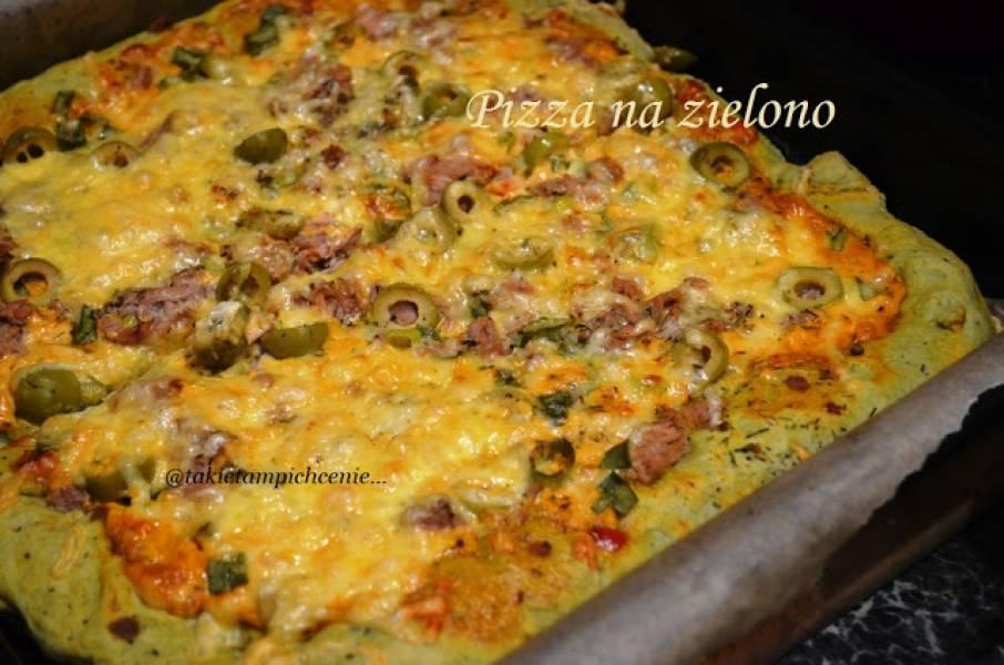 Pizza zielona z oliwkami i tuńczykiem
