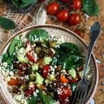 Zdrowa sałatka z kaszą jaglaną i warzywami