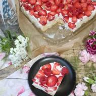 Sernik z owocami i orzeźwiającą cytrusową nutą