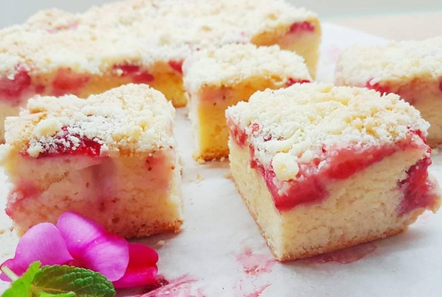 Szybkie ciasto ucierane z truskawkami i kruszonką