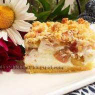 Kruche ciasto sernikowe z rabarbarem i kokosową kruszonką