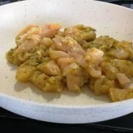 Zapiekany makaron z kurczakiem, warzywami i pesto