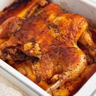 Kurczak pieczony na płasko. Cały rumiany i doskonale doprawiany. PRZEPIS