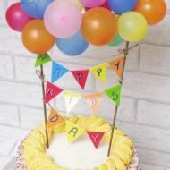 Toper na tort z girlangą i balonikami – bardzo prosty.