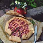 Rustykalna tarta frangipane z rabarbarem
