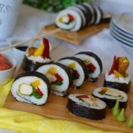 Sushi z kurczakiem, papryką i szpinakiem