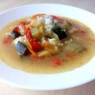 Zupa curry z cukinią i ryżem