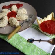 Kluski kładzione z płatków owsianych z sosem truskawkowym