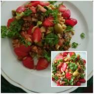 salatka sirt  z kasza gryczana i truskawkami