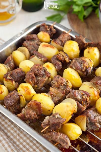Szaszłyki bamberskie z karkówką i ziemniakami. Cały obiad na jednym patyczku! PRZEPIS