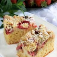 Ciasto ucierane z truskawką i rabarbarem - nowy post na słodkich sio-smutkach