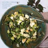 Sałatka z zielonych szparagów, jajek i awokado