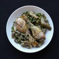 Pałki kurczaka z bobem, karczochami i zielonym groszkiem