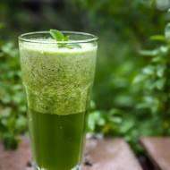 Zielony koktajl z ogórka i szpinaku