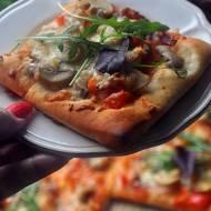 Pizza na winie. Pizza z tego co w lodówce