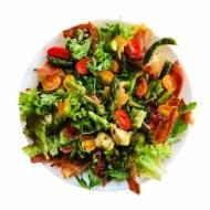 Panzanella ze szparagami, pomidorkami i ciabattą