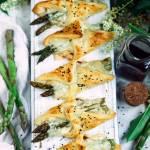 Szparagi w cieście francuskim z szynką i serem
