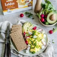 Wiosenna jajecznica z pieczywem lekkim