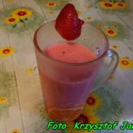 Koktajl truskawkowy na kefirze ( z dodatkiem imbiru ).