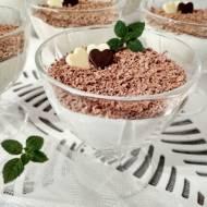Mini serniczki na zimno z posypką czekoladową.