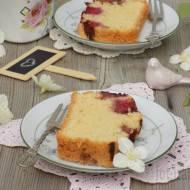 Ucierane ciasto z truskawkami i kokosem