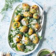 Czosnkowe ziemniaki z ziołową oliwą