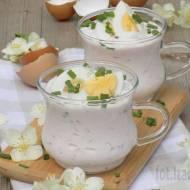 Chłodnik z rzodkiewką, jajkiem, szczypiorkiem na jogurcie naturalnym