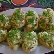 Pieczone ziemniaczki z młoda kapustką