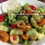 Sałatka z sałatą rzymską i awokado
