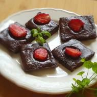 Keto kostki czekoladowe z truskawką