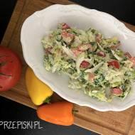 Surówka z Świeżej Białej Kapusty – Idealna do Obiadu
