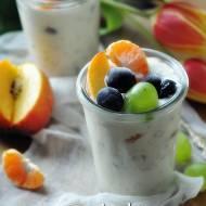 Owsianka z owocami. Surówka piękności.