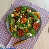 Sałatka z karmelizowanymi figami, pomarańczą i fetą