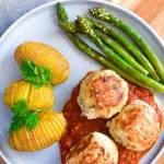 Pulpety z indyka nadziane mozzarellą z sosem marinara i pieczonymi szparagami FIT