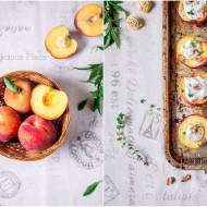 Pieczone brzoskwinie z kozim serkiem / Baked peaches with goat cheese