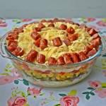 Sałatka z kabanosami i makaronem w kształcie ryżu