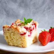 Pełnoziarniste ciasto drożdżowe z truskawkami i migdałową kruszonką FIT