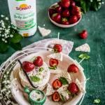 Szaszłyki truskawkowe z sosem jogurtowo-waniliowym