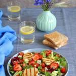 Sałatka z serem halloumi, truskawkami i melonem