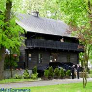 Drewniany dworek modrzewiowy w Sieradzu, dawniej dwór we Wrzącej -